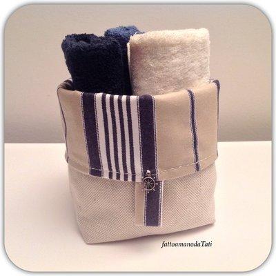 Cestino in cotone a righe blu/beige con tre lavette