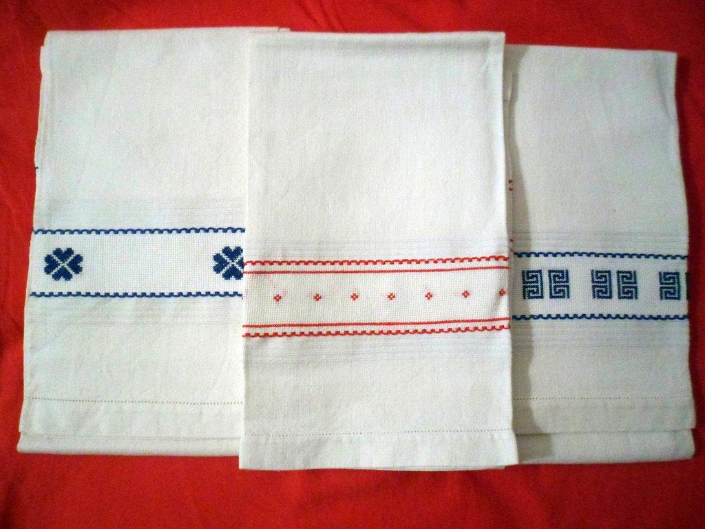 ASCIUGAMANI decorati con applicazioni a punto croce