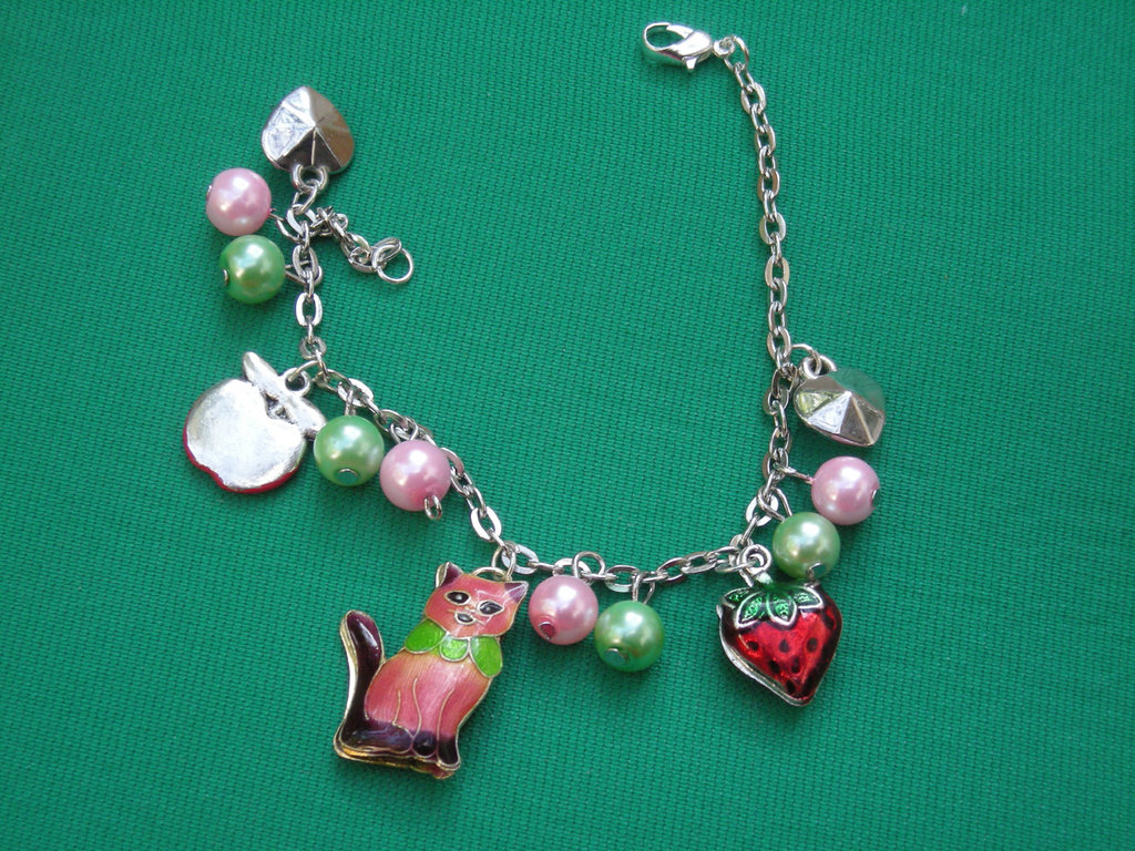 bracelet with enamel cat