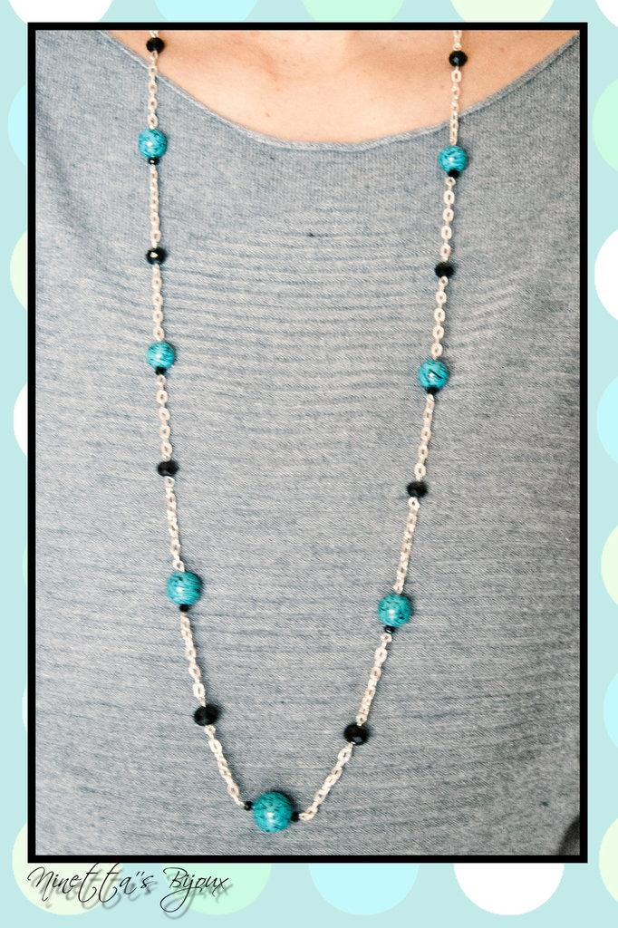 collana con catena argentata e perle in fimo azzurre