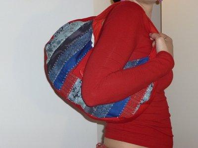 borsa tonda patchwork rosso-blu