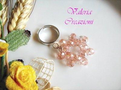Anello con base regolabile con ciondolo pendente rosa pesca
