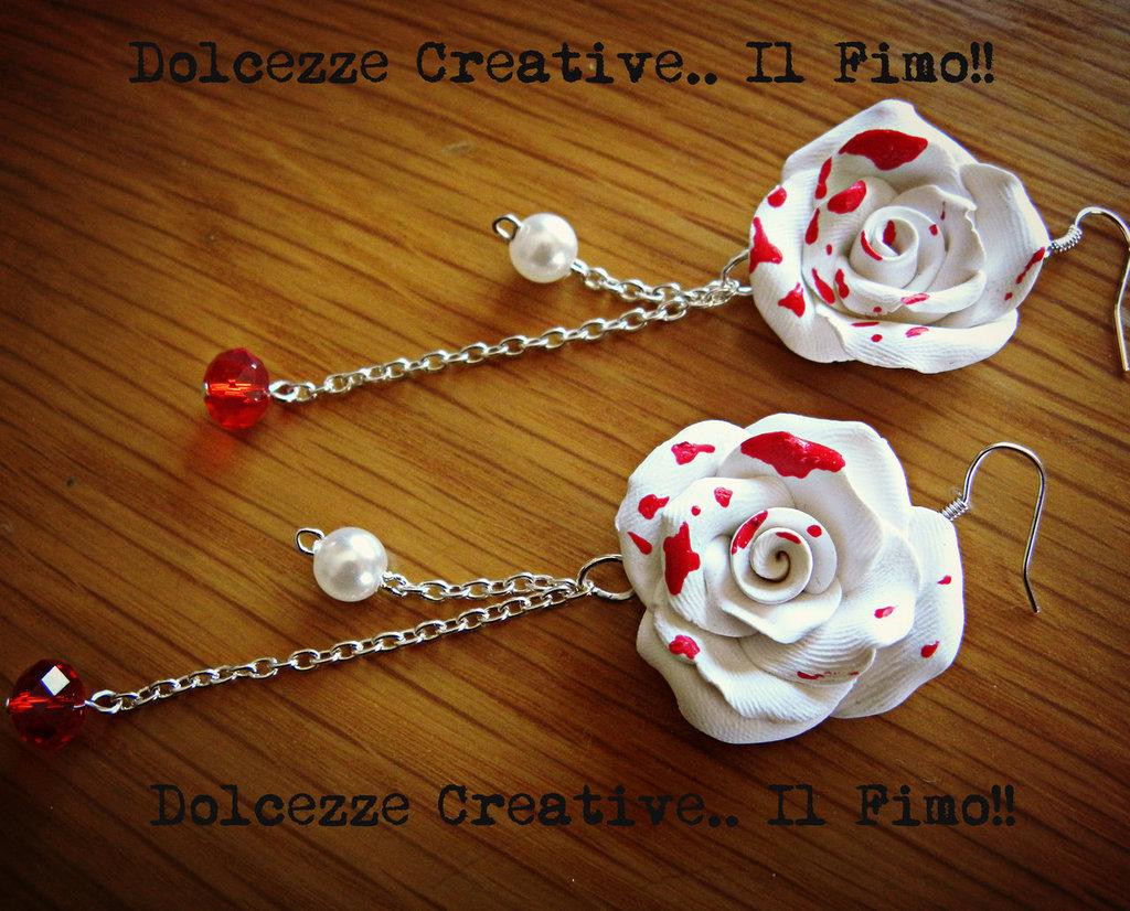 † Orecchini Goth † Rose Bianche insanguinate con perle sfccettate