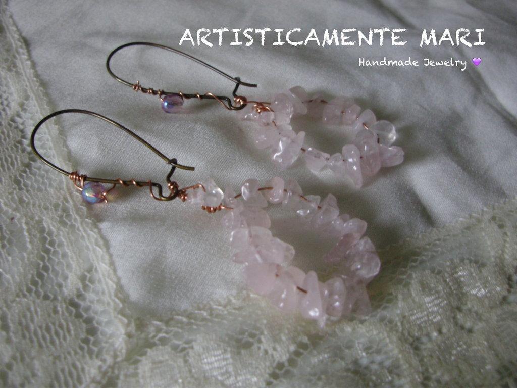 ORECCHINI gemme di quarzo rosa, cristallo e filo di rame lavorato tecnica wire