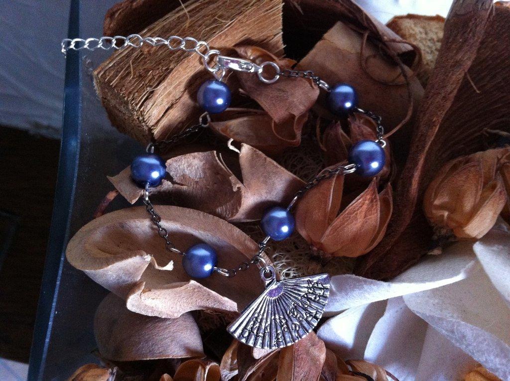 Bracciale ventaglio con inserti di perline grigio/blu, chiusura regolabile