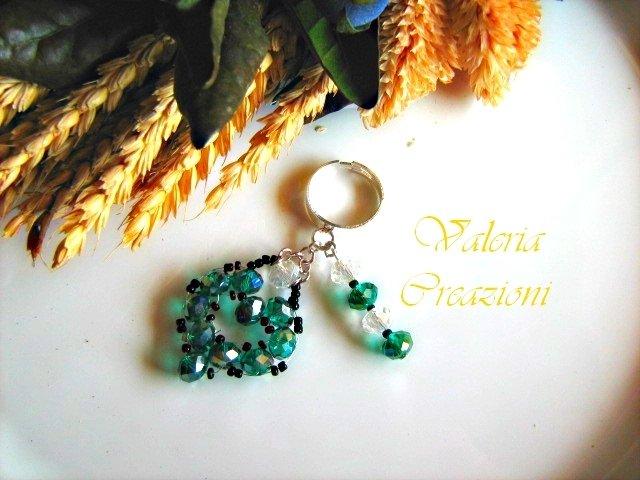 Anello regolabile con pendenti verde smeraldo cuore e barretta San Valentino