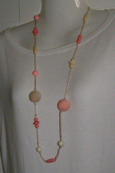 collana in cotone lunga beige e corallo