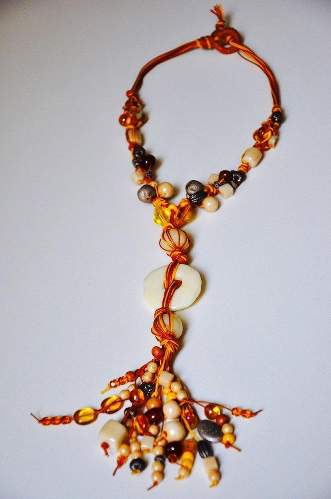 Collana con cordini giallo e marrone, perline stile etnico