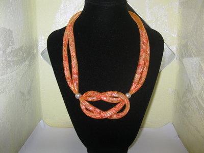 Collana con tubolare a rete arancione
