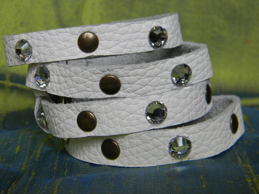 Bracciale vera pelle con swarovski e borchie