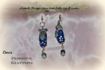 Orecchini kokeshi blu porcellana fredda memole design