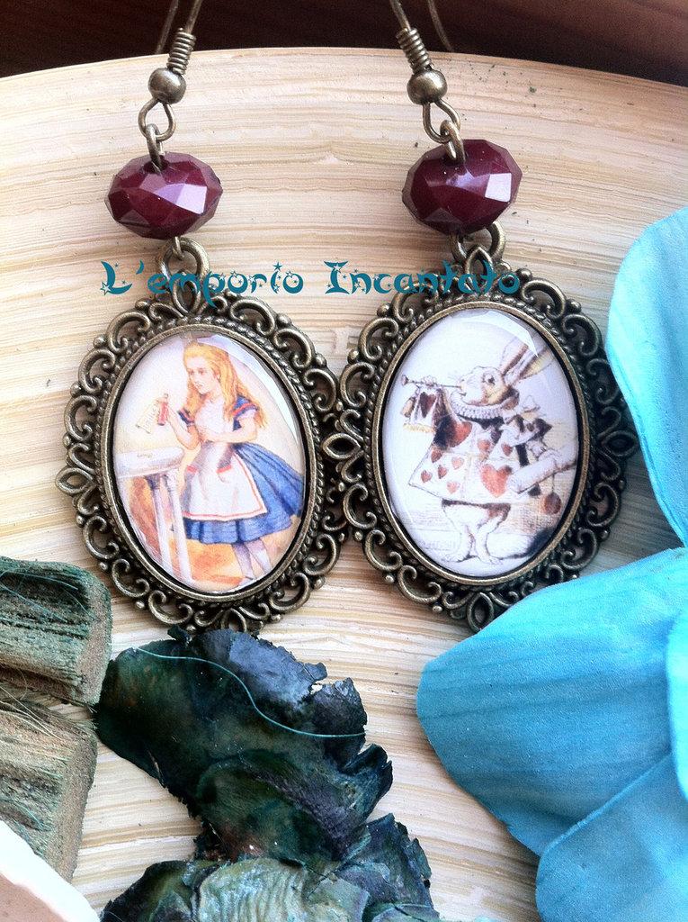 """Orecchini """"Alice in Wonderland"""" perle bordeaux fatti a mano"""