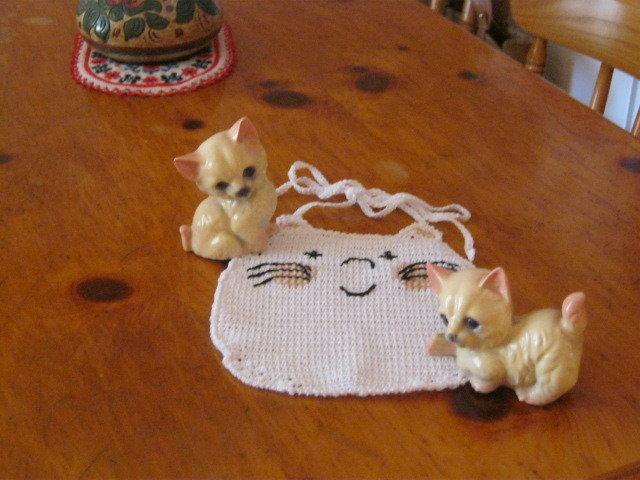 Bavaglino all'uncinetto Micio Miao