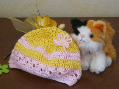 Cappellino all'uncinetto per bimba