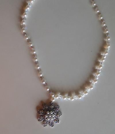 Collana giro collo con perle swarovski, boemia e ciondolo centrale