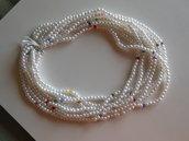 Collana giro collo con perline bianche sintetiche e swarovsky multicoloor