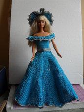 Vestito bambola da collezione all'uncinetto