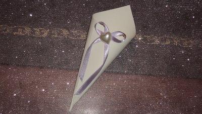 coni riso confettata decorati a mano con cuore e fiocco lilla