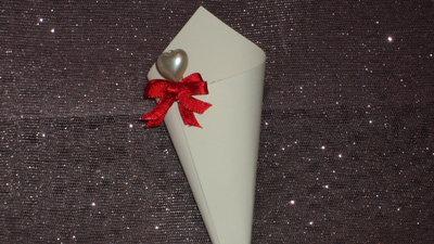 coni riso confettata artigianali con mollettina cuore e fiocco rosso