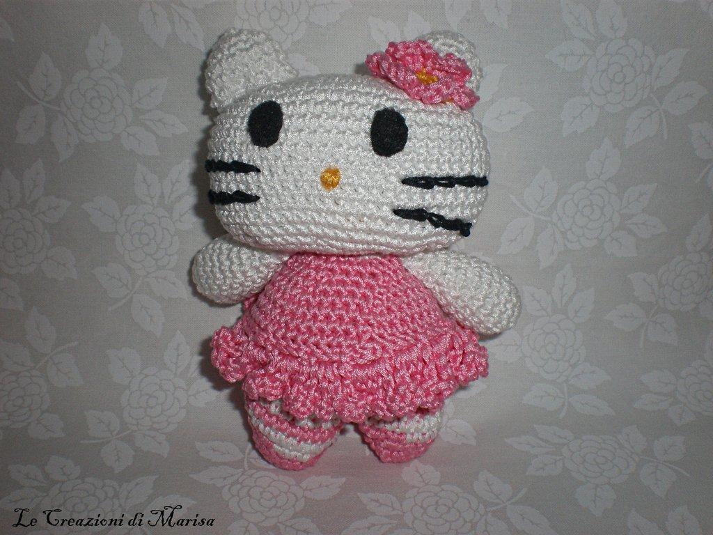 Gattina Hello Kitty uncinetto amigurumi