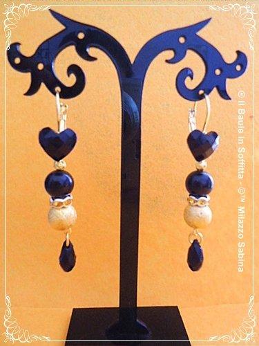 Orecchini pendenti con cabochon cuore nero