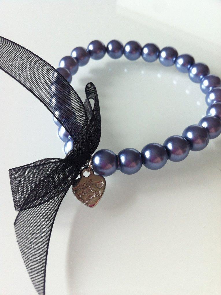 Bracciale di perle grigio/blu con pendente a cuore