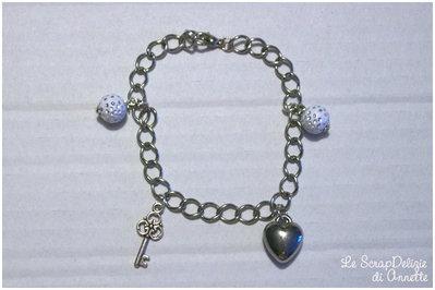 Bracciale con chiave, cuore e perle