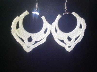orecchini pendenti all'uncinetto