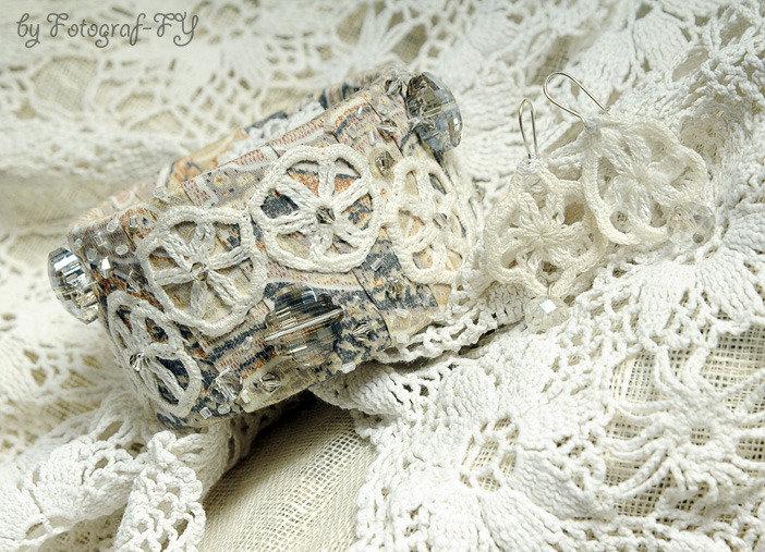 Bracciale bangle largo decorato con cristalli Swarovski