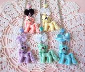 Collana con Little Pony in colori pastello, fiocchetto e cuore