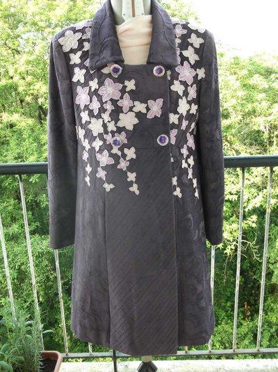 Cappotto con applicazioni di fiori