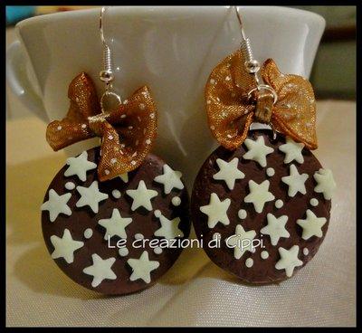 Orecchini in fimo biscotto con le stelle fatti a mano.