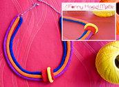 Collana girocollo all'uncinetto in tre colori - blu arancio e viola - amigurumi