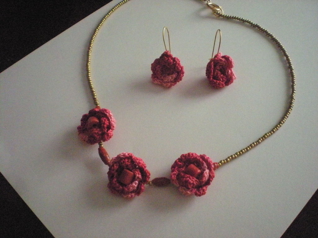 collana +orecchini ad uncinetto