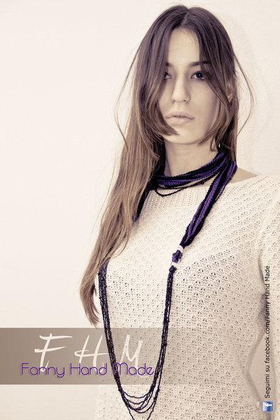 Collana multifili viola e nero - uncinetto e perline