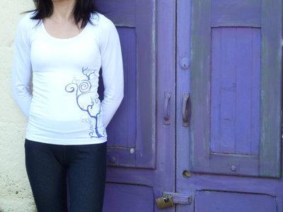 Maglia da donna, taglia S/M, bianca, maniche lunghe. Decorata sul davanti e sulla schiena con fiocco