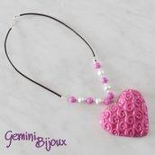 Collana con maxi ciondolo cuore in fimo viola, cuoio e perle