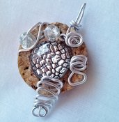 Ciondolo Sughero, cabochon, perle, filo alluminio, cristalli sintetici - RICICLO CREATIVO