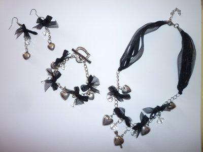 collana e orecchini trendy