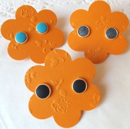 NOVITA':orecchini a bottone decorati con fimo!!