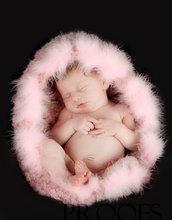 Accessori neonati Nido bozzolo per neonato Photo prop Crochet artistico Foto nascita Battesimo Nido bozzolo con piume rosa.