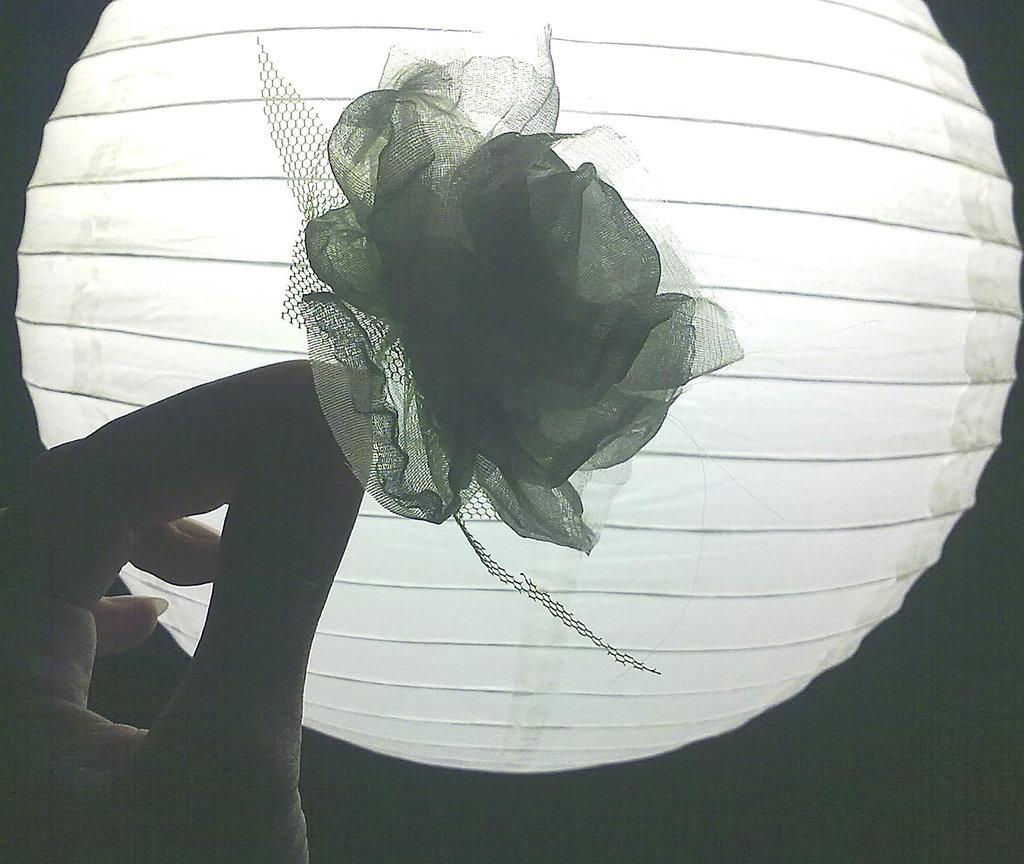 Pin o Decoracion pelo fascinator, Flor Rosa en Blanco