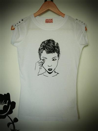 T-shirt:The true make up