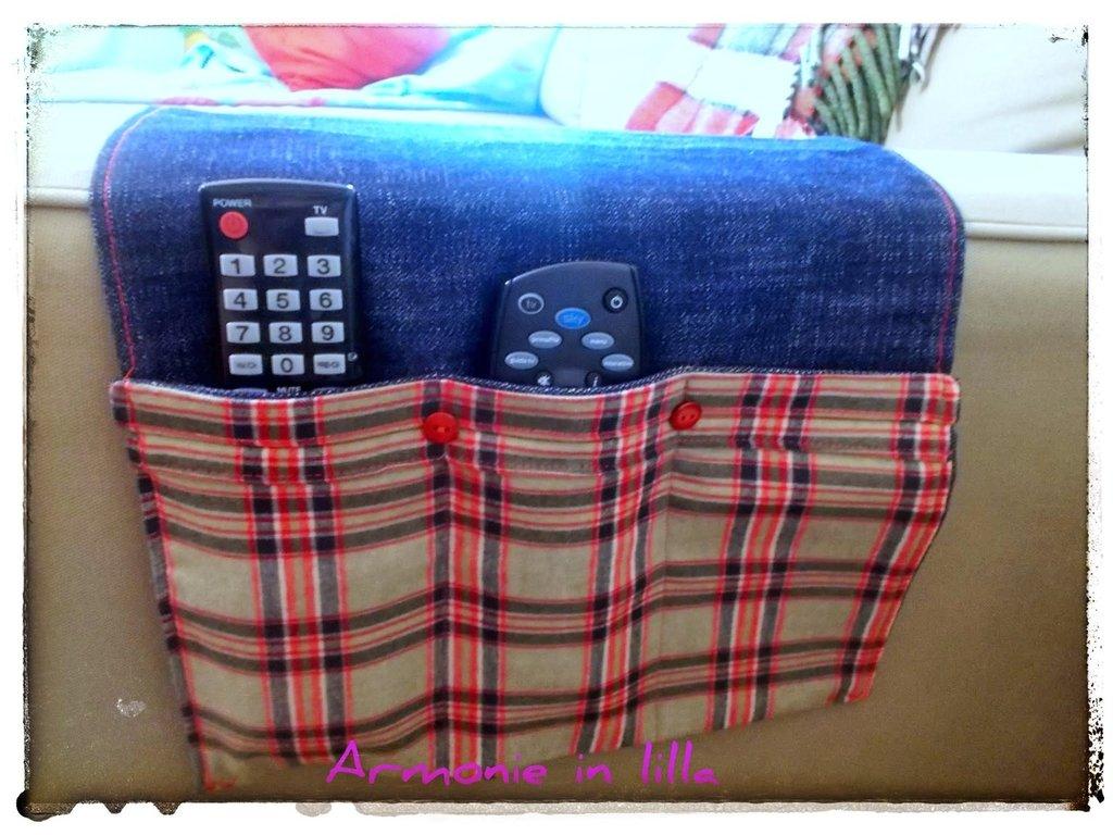 Porta telecomandi tv in jeans per la casa e per te arredamento su misshobby - Porta telecomandi da divano ...