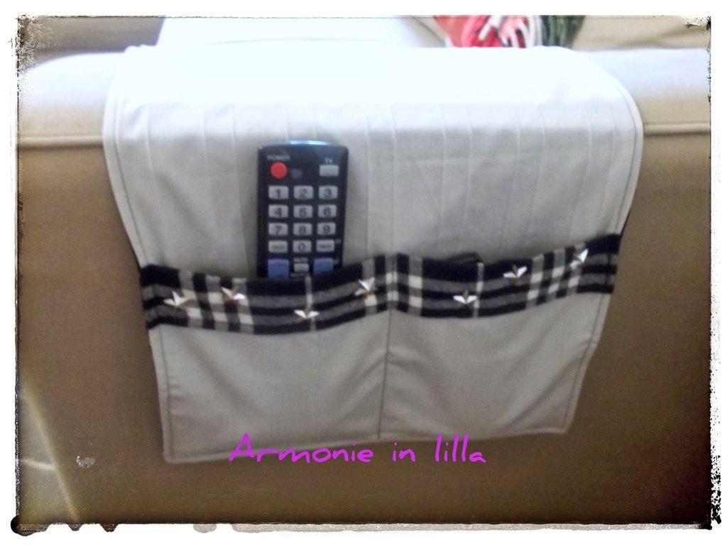 Porta telecomandi tv grigio per la casa e per te arredamento su misshobby - Porta telecomandi da divano ...