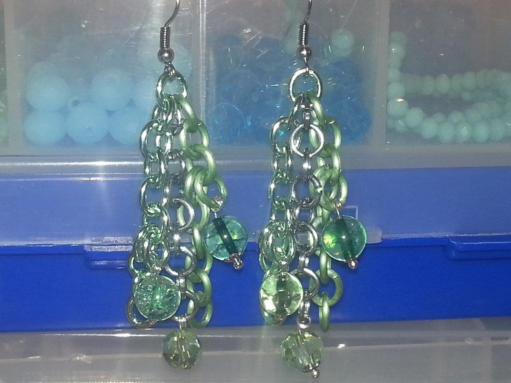 orecchini pendenti in alluminio e pietre