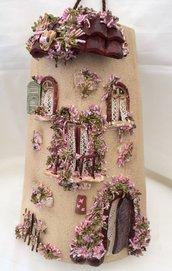 """Tegola """"La Casa dei Fiori Rosa"""", altezza 25 cm"""