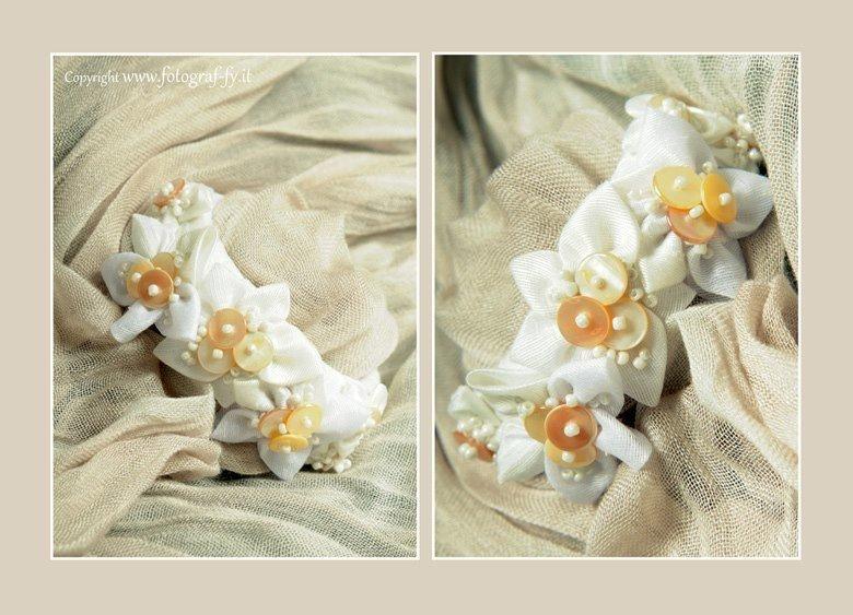Braccialetto bianco con fioricini per bambina