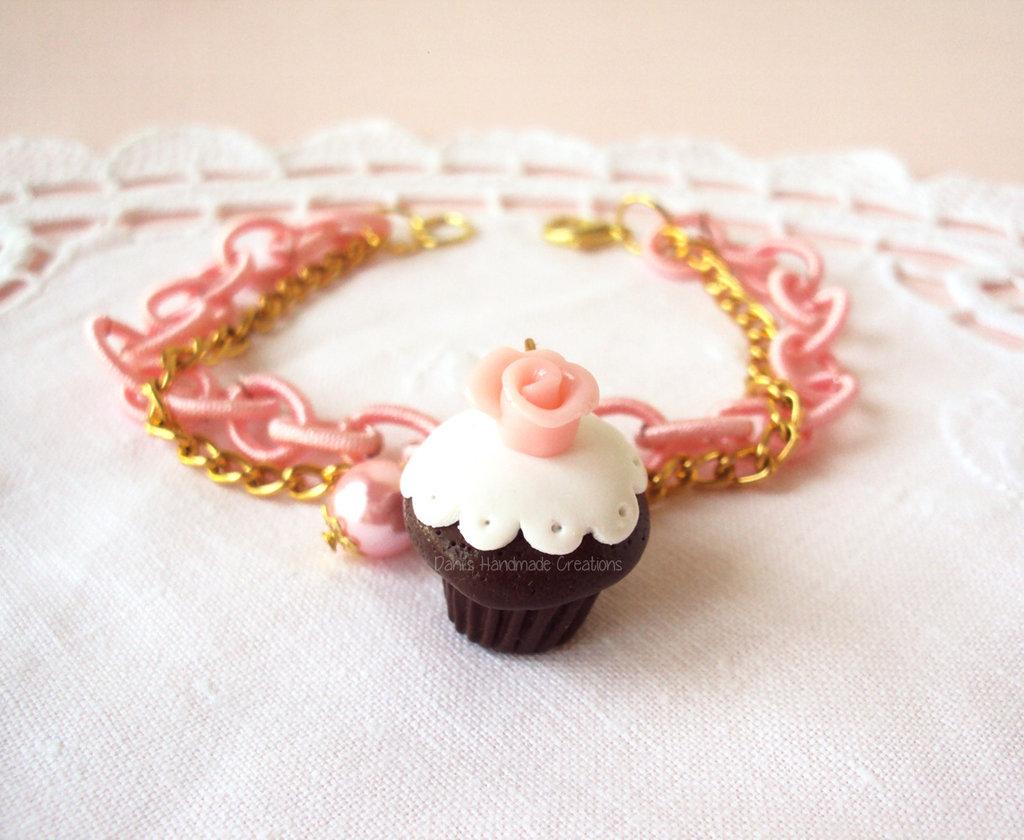 Bracciale cupcake al cioccolato con rosa