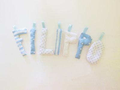 Nomi scritti con lettere in stoffa imbottita (cotone, feltro o satin)